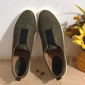 Sofft Women Sneaker s/Shoes Size 8.5 Color olive